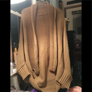 Sweaters - NWOT Chunky Knit Oversized Cardigan in Tan, OS